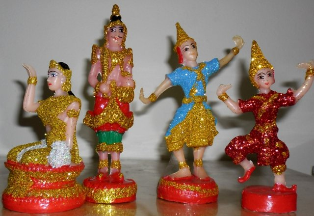 Buy this article : Set of 4 statuettes spirit house